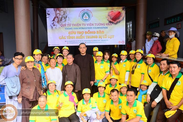 TV Tường Vân: Chuyến cứu trợ đồng bào lũ lụt tại Bình Định