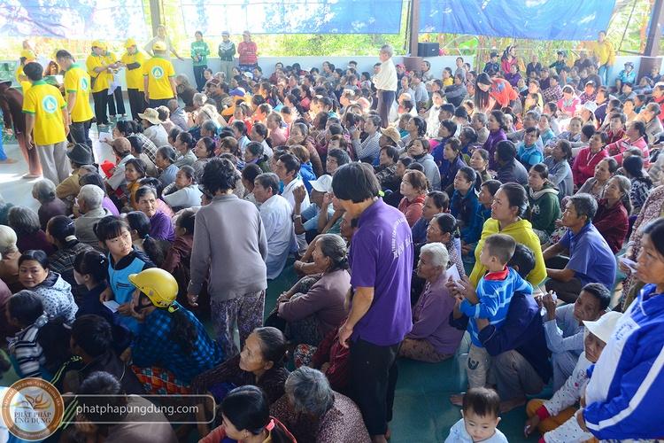 TV Tường Vân: Chuyến cứu trợ đồng bào lũ lụt tại Khánh Hòa