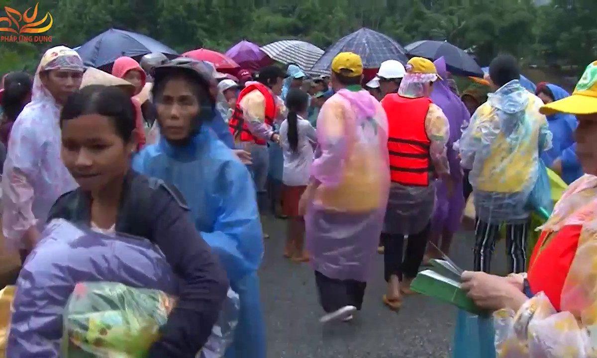 Cứu Trợ Đồng Bào Lũ Lụt Tại Quảng Nam Ngày 29-11-2017